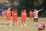 Kantor Imigrasi Karawang deportasi mantan pelatih sepak bola