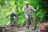Ratusan Pesepeda Ikuti Mountain Bike Lombok 2016