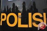 Polisi evakuasi truk terguling di Jalan Yogyakarta-Wonosari