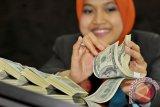 Dolar AS Melemah di Tengah Kesaksian Ketua Fed