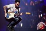 Isu Transgender, Maroon 5 Batalkan Konser Di North Carolina