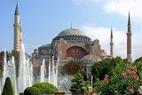Muslim Turki Tuntut Hak untuk Ibadah di Hagia Sophia