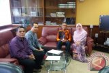 Dosen UIN teliti TV Malaysia, sarung jadi sponsor