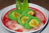 Bahan dan cara membuat es pisang ijo dari Makassar