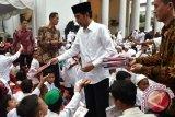 Jokowi Shalat Ied bersama masyarakat di Padang