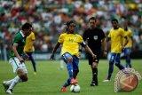 Messi Tetap Pemain Terbaik di Dunia, Kata Ronaldinho