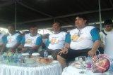 Dirut PT Timah (Persero)Tbk, M Riza Pahlevi bersama Gubernur Kepulauan Babel, Rustam Effendi saat menghadiri jalan sehat peringatan HUT PT Timah ke-40 tahun.