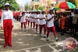 Regu Gerak Jalan Unit Getsemani GPM Jemaat Pniel Wayame melakukan start dalam lomba yang digelar PHBI setempat. Lomba gerak jalan yang diikuti 52 regu itu diselenggarakan pada Minggu (28/8) dalam rangka menyambut HUT Ke-81 Gereja Protestan Maluku (GPM).