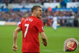 Kurangi beban cetak gol pada Salah, kata Milner