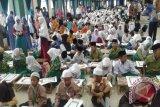 Santri tulis ayat  Al-Quran terbanyak kejar rekor Muri