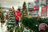 Animo Masyarakat Manado Beli Pernak-pernik Natal Tinggi