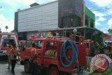 Studio Karaoke Nyaris Terbakar, 2 Petugas Pemadam Kebakaran Dibawa Ke Rumah Sakit
