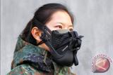 Perancang China Ini Buat Masker Dari Sepatu Seharga Rp134 Juta, Anda Tertarik?