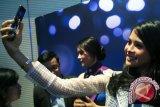Wah, Ternyata Artis Cantik Maudy Ayunda Doyan Selfie