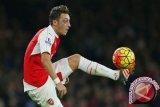 Ozil Akan Bertahan Di Arsenal Jika Wenger Juga Bertahan