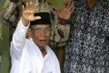 Obituari - Pesan almarhum Hasyim Muzadi, jangan gunakan uang Tuhan - Oleh: Edy Supriatna Sjafei