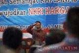 Menteri Dalam Negeri Tjahjo Kumolo berpidato dalam rapat pimpinan nasional (Rapimnas) Persatuan Perangkat Daerah Indonesia (PPDI) 2017 di Tulungagung, Jawa Timur, Sabtu (13/5).  Rapimnas PPDI yang diikuti perwakilan perangkat dari berbagai daerah di Indonesia itu menuntut pengangkatan seluruh perangkat desa menjadi PNS, jaminan kesehatan nasional, dan peningkatan kesejahteraan aparatur desa hingga setara PNS. Antara Jatim/Destyan Sujarwoko/zk/17