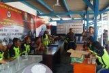Pokbal Bakar Atribut Go-jek di Bandarlampung