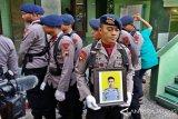 Jenazah Briptu Gilang Dimakamkan Secara Militer