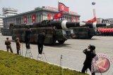 Korea Utara adakan parade militer pada malam hari