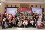 Sebagian peserta Pesantren Kilat (Sanlat) Ramadhan Kebangsaan 2017 bergambar bersama pada penutupan Pesantren Kilat (Sanlat) Ramadhan Kebangsaan 2017 yang digagas PPPON-Kemenpora dan mitra pendukung, yang berlangsung 11-14 Juni.(FOTO ANTARA/dok/17)