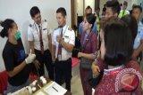 BNN Tes Urine Pilot Pesawat dan Pramugari