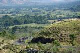 Sejumlah pebalap melintasi bukit pada Etape 4 Balap Sepeda Tour de Flores (TDF) 2017 di Mbay, NTT, Senin (17/7). Etape 4 balap sepeda TDF 2017 diikuti 67 pebalap dengan menempuh rute Mbay-Borong yang jaraknya 170,9 Km. ANTARA FOTO/Nyoman Budhiana/foc/17.