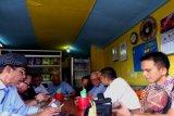 Nikmatnya ngopi sembari berbagi lewat kopi dinding di Lapau Ongga Pasar Mudik