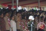 Presiden Joko Widodo (keempat kiri) bersama Ibu Negara Iriana Joko Widodo (kelima kiri), Mantan Presiden Megawati Soekarnoputri (ketiga kiri), Menpora Imam Nahrawi (kedua kiri), dan Seskab Pramono Anung (kiri) dalam acara Raimuna Nasional XI yang bertepatan dengan peringatan ulang tahun Pramuka ke-56 di, Bumi Perkemahan Cibubur, Jakarta, Senin (14/8). Sebanyak 15 ribu Pramuka Penegak dan Pandega dari 34 provinsi dan 514 kota/kabupaten serta pramuka luar negeri mengikuti kegiatan bertajuk 'Pramuka untuk Masa Depan Indonesia: kreatif, inovatif, berkarakter'. ANTARA FOTO/Rosa Panggabean/wdy/2017.