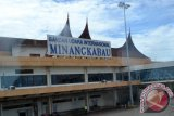 Penumpang pesawat di Bandara Minangkabau positif terinfeksi COVID-19