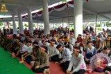 Masyarakat Kota Pangkalpinang non muslim turut hadir dalam acara doa bersama 171717 yang diselenggarakan oleh Korem 045 Garuda Jaya di Rumah Dinas Wali Kota Pangkalpinang, Kamis (17/8/2017). (antarababel.com/Try Mustika Hardi)