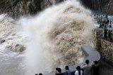 China peringatan bahaya super topan Lekima