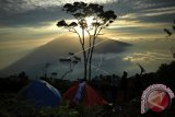 Cegah penyebaran COVID-19, Nagari Pandai Sikek tutup jalur pendakian Gunung Singgalang