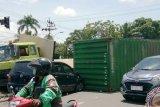 Peti kemas jatuh di jalan kembali terjadi di Kota Palembang