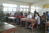 Babinsa Koramil Waghete tingkatkan wawasan kebangsaan pelajar SMK