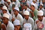 Di Pesantren Lombok, Ulama dan Santri Doakan Jokowi Terpilih Lagi