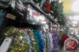 Pedagang Palangka Raya Mulai Jajakan Pernik Natal