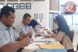 PT Timah salurkan pinjaman bergulir Rp6,916 miliar kepada 168 pelaku UMKM dan koperasi di lingkungan operasional perusahaan tambang Provinsi Kepulauan Bangka Belitung di Pangkalpinang, Selasa (12/12). (antarababel.com/Aprionis)