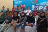 AP II Bandara Pekanbaru Bantu Kaki Palsu 22 Orang Difabel