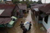 Ribuan Warga Pekanbaru Mengungsi Akibat Banjir Rob