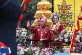 Ribuan Warga Saksikan Kirab Budaya Pernikahan Gubernur Kalteng [VIDEO]