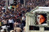 Sridevi diantarkan ribuan penggemar ke peristirahatan terakhir