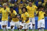 Bek Brazil Dani Alves absen dari Piala Dunia
