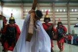 Umat Katolik Minahasa Tenggara laksanakan jalan salib