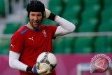 Emery ragu dengan masa depan Cech di Arsenal