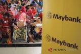Medan, (Antaranews Sumut) - Sejumlah warga penyandang disabilitas mengikuti program Reach Independence & Sustainable Entrepreneurship (RISE) pada pelatihan Pemberdayaan Ekonomi Berkelanjutan bagi Komunitas Penyandang Disabilitas, di Medan, Sumatera Utara, Rabu (11/4). Program yang digagas Maybank Foundation dan PT Maybank Indonesia Tbk itu menjadi salah satu Corporate Social Responbility (CSR) Maybank Group sebagai upaya untuk meningkatkan kemandirian serta kesejahteraan warga penyandang disabilitas dalam bidang kewirasusahaan dan keuangan. Septianda Perdana