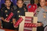 BC Pekanbaru Sita Ribuan Rokok Ilegal Luffman Cs dari Toko-Toko di Lipat Kain