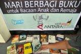 PT PLN Sumatera Utara bantu buku-buku untuk taman bacaan SMA