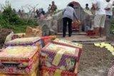 Ritual Ceng Beng, Ratusan Warga Tionghoa Sungai Pakning Padati Pemakaman