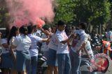 Walau dilarang, ratusan pelajar di Palangka Raya tetap corat-coret seragam